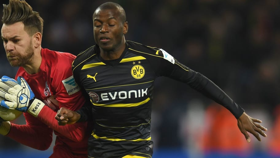 Cologne's goalkeeper Thomas Kessler and Dortmund's Columbian striker Adrian Ramos vie for the ball during the German first division Bundesliga football match between 1 FC Cologne and Borussia Dortmund in Cologne western Germany, on December 10, 2016.  / AFP / PATRIK STOLLARZ / RESTRICTIONS: DURING MATCH TIME: DFL RULES TO LIMIT THE ONLINE USAGE TO 15 PICTURES PER MATCH AND FORBID IMAGE SEQUENCES TO SIMULATE VIDEO. == RESTRICTED TO EDITORIAL USE == FOR FURTHER QUERIES PLEASE CONTACT DFL DIRECTLY AT + 49 69 650050         (Photo credit should read PATRIK STOLLARZ/AFP/Getty Images)