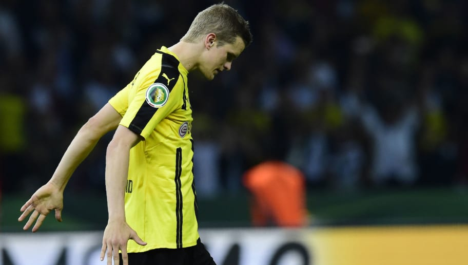 Dortmund's midfielder Sven Bender reacts during the penalty shootout of the German Cup (DFB Pokal) final football match Bayern Munich vs Borussia Dortmund at the Olympic stadium in Berlin on May 21, 2016. / AFP / TOBIAS SCHWARZ / RESTRICTIONS: ACCORDING TO DFB RULES IMAGE SEQUENCES TO SIMULATE VIDEO IS NOT ALLOWED DURING MATCH TIME. MOBILE (MMS) USE IS NOT ALLOWED DURING AND FOR FURTHER TWO HOURS AFTER THE MATCH. == RESTRICTED TO EDITORIAL USE == FOR MORE INFORMATION CONTACT DFB DIRECTLY AT +49 69 67880   /         (Photo credit should read TOBIAS SCHWARZ/AFP/Getty Images)