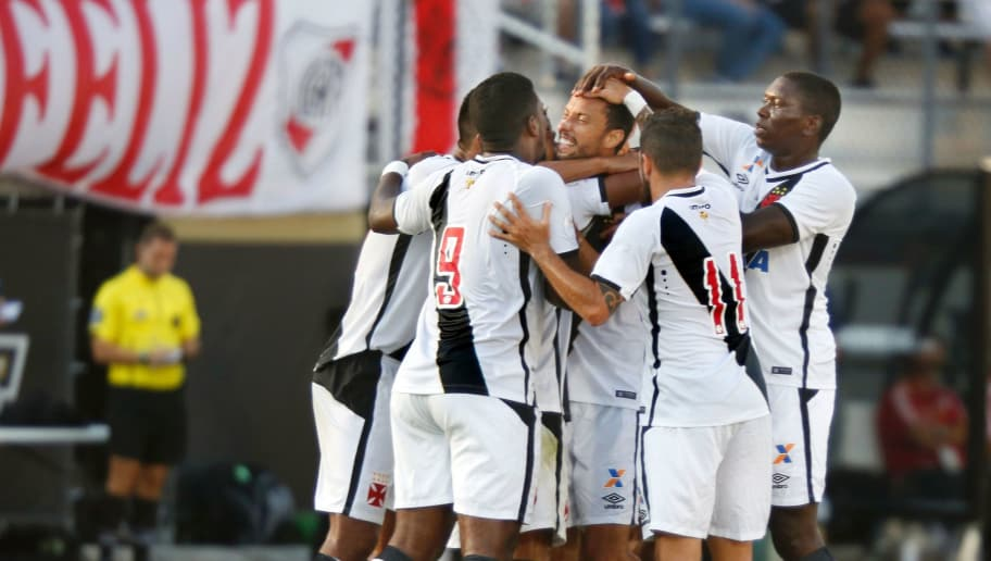 Midfielder Nene Luiz de Carvalho of Brazilian club Vasco da Gama (C) is congratulated by teammates after his game-winning goal in their 1-0 victory over Argentine side River Plate during their soccer match for third place of the Florida Cup at Brighthouse Stadium in Orlando, Florida on January 21, 2017.  / AFP / Gregg Newton        (Photo credit should read GREGG NEWTON/AFP/Getty Images)