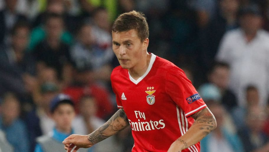 NAPLES, ITALY - SEPTEMBER 28:  Victor Lindelof of Benfica during the UEFA Champions League match between SSC Napoli and Benfica at Stadio San Paolo on September 28, 2016 in Naples, .  (Photo by Maurizio Lagana/Getty Images)