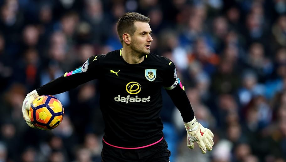 MANCHESTER, ENGLAND - JANUARY 02:  Thomas Heaton, Goalkeeper of Burnley in action during the Premier League match between Manchester City and Burnley at Etihad Stadium on January 2, 2017 in Manchester, England.  (Photo by Jan Kruger/Getty Images)