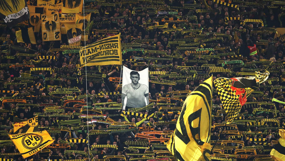 Photo Borussia Dortmund Troll Donald Trump With Magnificent Shot Of Famous Yellow Wall 90min