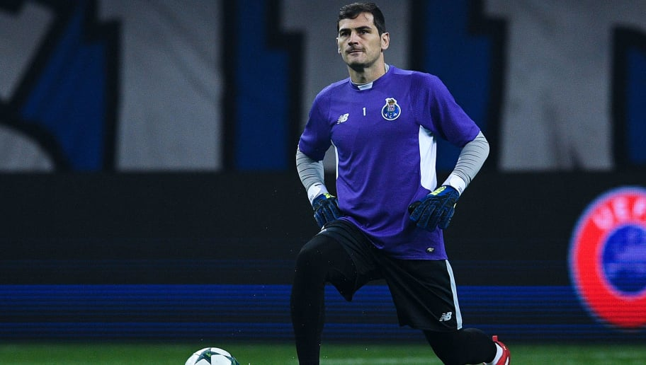PORTO, PORTUGAL - DECEMBER 07: Iker Casillas of FC Porto looks on during the warm up prior to the UEFA Champions League match between FC Porto and Leicester City FC at Estadio do Dragao on December 7, 2016 in Porto, Porto.  (Photo by David Ramos/Getty Images)
