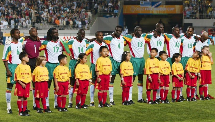 SEOUL, SOUTH KOREA - MAY 31:  WM 2002 in JAPAN und KOREA, Seoul; GRUPPE A/FRANKREICH - SENEGAL (FRA - SEN) 0:1; TEAM/MANNSCHAFT v.lks.: Aliou CISSE, Torwart Tony SYLVA, Ferdinand COLY, Moussa NDIAYE, Omar DAF, Pape Malick DIOP; Lamine DIATTA, Pape Bouba DIOP, Khalilou FADIGA, Salif DIAO, El Hadji DIOUF  (Photo by Andreas Rentz/Bongarts/Getty Images)