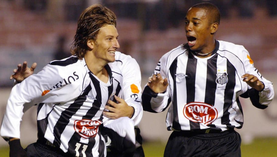 QUITO, ECUADOR:  Brazilian soccer player Elano(L)  and Rubinho (R)  of Santos  celebrate a goal against Liga Deportivo Universitaria of Ecuador in Quito 5 May 2004 during their second round of the Libertadores Cup . AFP PHOTO/MARTIN BERNETTI  (Photo credit should read MARTIN BERNETTI/AFP/Getty Images)