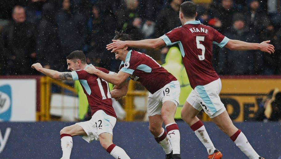 BURNLEY, ENGLAND - FEBRUARY 12:  Robbie Brady of Burnley celebrates scoring his sides first goal with team mates during the Premier League match between Burnley and Chelsea at Turf Moor on February 12, 2017 in Burnley, England.  (Photo by Clive Brunskill/Getty Images)