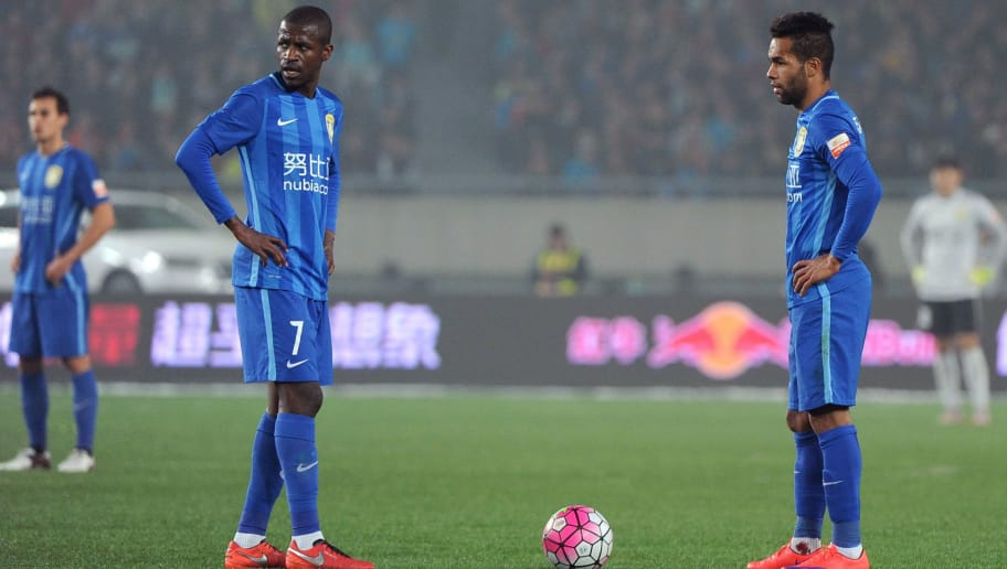 Jiangsu Suning's Ramires (L) and Jiangsu Suning's Alex Teixeira(R)  wait during the Chinese Super League football between Jiangsu Suning and Shandong Luneng  on March 5, 2016 in Nanjing. / AFP / STR        (Photo credit should read STR/AFP/Getty Images)