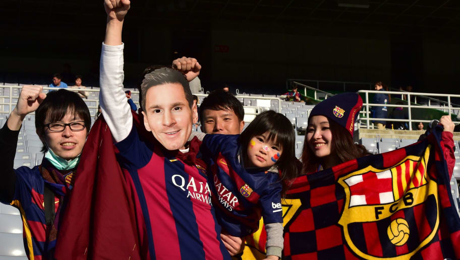 Supporters of Barcelona wait for the start of the third-place Club World Cup football match between Guangzhou Evergrande of China and Sanfreece Hiroshima in Yokohama on December 20, 2015. Spain's Barcelona plays against River Plate of Argentina in the final later in the day.       AFP PHOTO / YOSHIKAZU TSUNO / AFP / YOSHIKAZU TSUNO        (Photo credit should read YOSHIKAZU TSUNO/AFP/Getty Images)