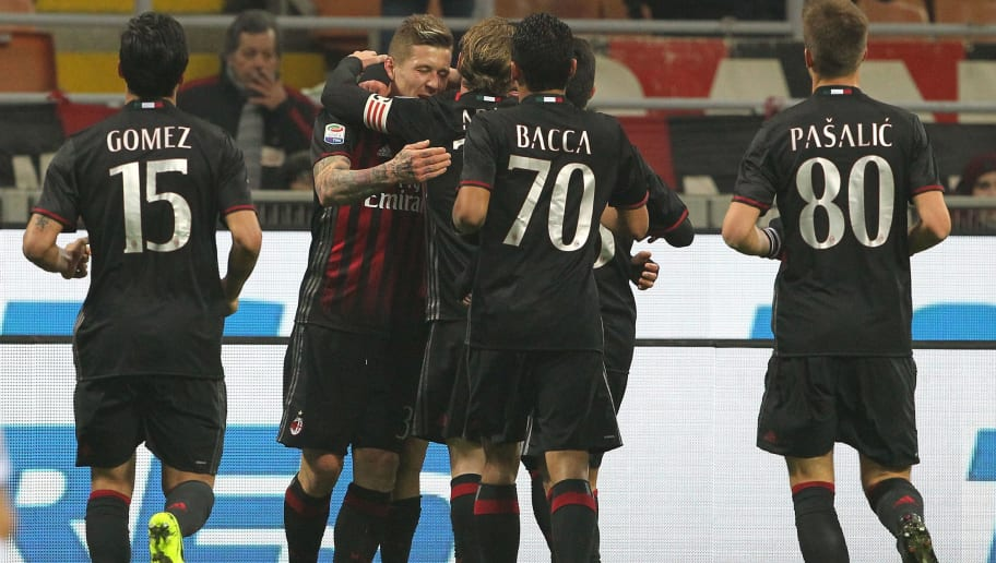MILAN, ITALY - FEBRUARY 19:  Juraj Kucka (2nd L) of AC Milan celebrates with his team-mates after scoring the opening goal during the Serie A match between AC Milan and ACF Fiorentina at Stadio Giuseppe Meazza on February 19, 2017 in Milan, Italy.  (Photo by Marco Luzzani/Getty Images)