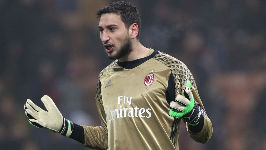 MILAN, ITALY - FEBRUARY 19:  Gianluigi Donnarumma of AC Milan celebrates a victory at the end of the Serie A match between AC Milan and ACF Fiorentina at Stadio Giuseppe Meazza on February 19, 2017 in Milan, Italy.  (Photo by Marco Luzzani/Getty Images)