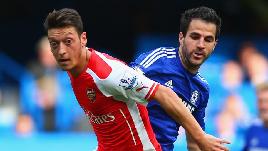 LONDON, ENGLAND - OCTOBER 05:  Mesut Oezil of Arsenal and Cesc Fabregas of Chelsea battle for the ball during the Barclays Premier League match between Chelsea and Arsenal at Stamford Bridge on October 4, 2014 in London, England.  (Photo by Paul Gilham/Getty Images)