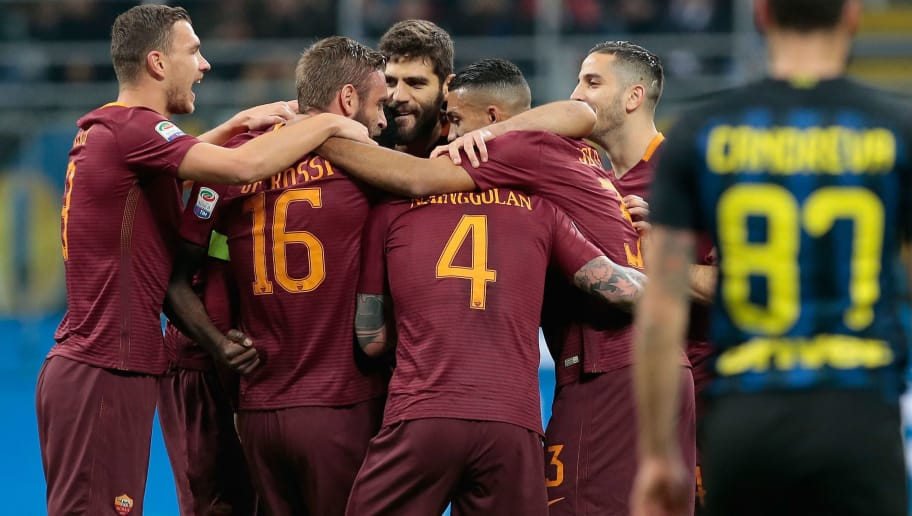 MILAN, ITALY - FEBRUARY 26:  Radja Nainggolan of AS Roma (C) celebrates his goal with his team-mates during the Serie A match between FC Internazionale and AS Roma at Stadio Giuseppe Meazza on February 26, 2017 in Milan, Italy.  (Photo by Emilio Andreoli/Getty Images )