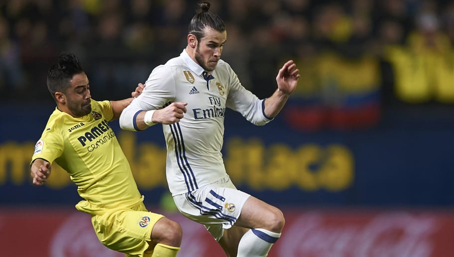 VILLARREAL, SPAIN - FEBRUARY 26:  Jaume Costa (L) of Villarreal competes for the ball with Gareth Bale of Real Madrid during the La Liga match between Villarreal CF and Real Madrid at Estadio de la Ceramica on February 26, 2017 in Villarreal, Spain.  (Photo by Fotopress/Getty Images)