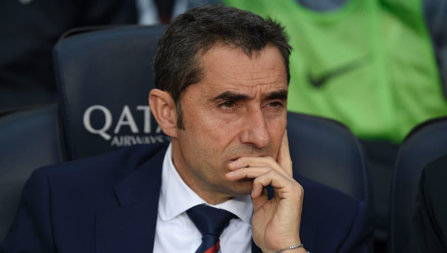 Athletic Bilbao's coach Ernesto Valverde looks on during the Spanish league football match FC Barcelona vs Athletic Club Bilbao at the Camp Nou stadium in Barcelona on February 4, 2017. / AFP / LLUIS GENE        (Photo credit should read LLUIS GENE/AFP/Getty Images)