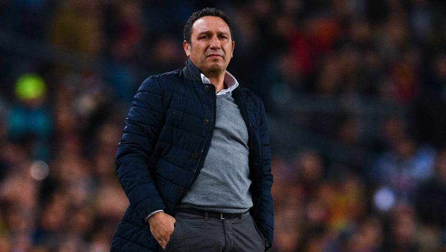 BARCELONA, SPAIN - JANUARY 26:  Head coach Eusebio Sacristan of Real Sociedad de Futbol looks on during the Copa del Rey quarter-final second leg match between FC Barcelona and Real Sociedad at Camp Nou on January 26, 2017 in Barcelona, Spain.  (Photo by David Ramos/Getty Images)