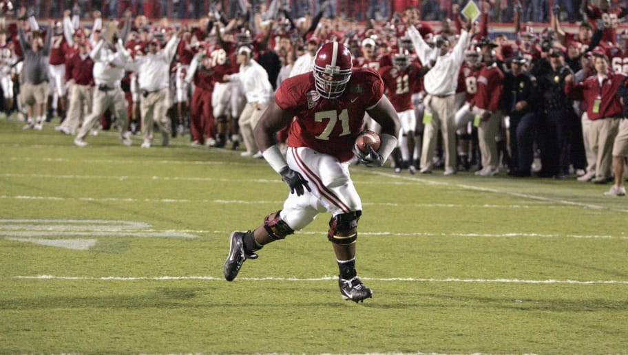 SHREVEPORT, LA - DECEMBER 28:  Andre Smith #71 of Alabama runs in for a touchdown against Oklahoma State on December 28, 2006 during the PetroSun Independence Bowl at Independence Stadium in Shreveport, Louisiana.  Oklahoma State defeated Alabama 34-31.  (Photo by Chris Graythen/Getty Images)