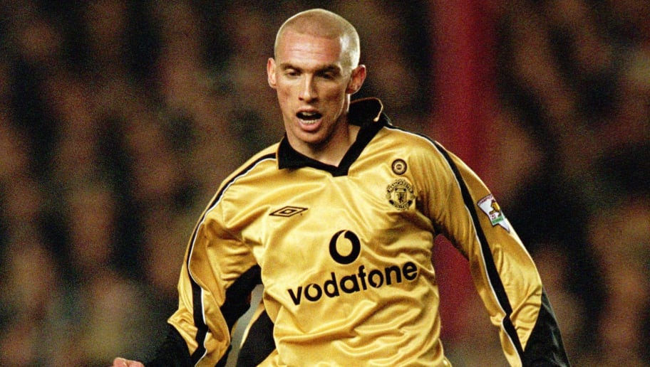 5 Nov 2001:  Luke Chadwick of Man Utd in action during the Worthington Cup match between Arsenal and Manchester United played at Highbury in London.  Arsenal won the match 4 - 0. \ Mandatory Credit: Phil Cole /Allsport
