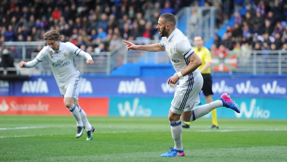 EIBAR, SPAIN - MARCH 04:  Karim Benzema of Real Madrid celebrates after scoring Real's 1st goal during the La Liga match between SD Eibar and Real Madrid CF at Estadio Municipal de Ipurua on March 4, 2017 in Eibar, Spain.  (Photo by Denis Doyle/Getty Images)