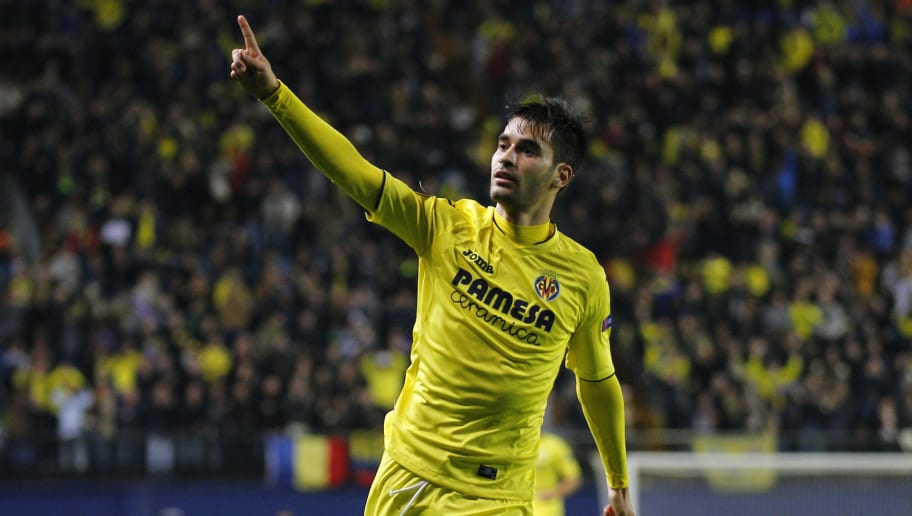 Villarreal's midfielder Manu Trigueros celebrates a goal during the UEFA Europa League football match Villarreal CF vs FC Steaua Bucharest at El Madrigal stadium in Vila-real on December 8, 2016. / AFP / JOSE JORDAN        (Photo credit should read JOSE JORDAN/AFP/Getty Images)
