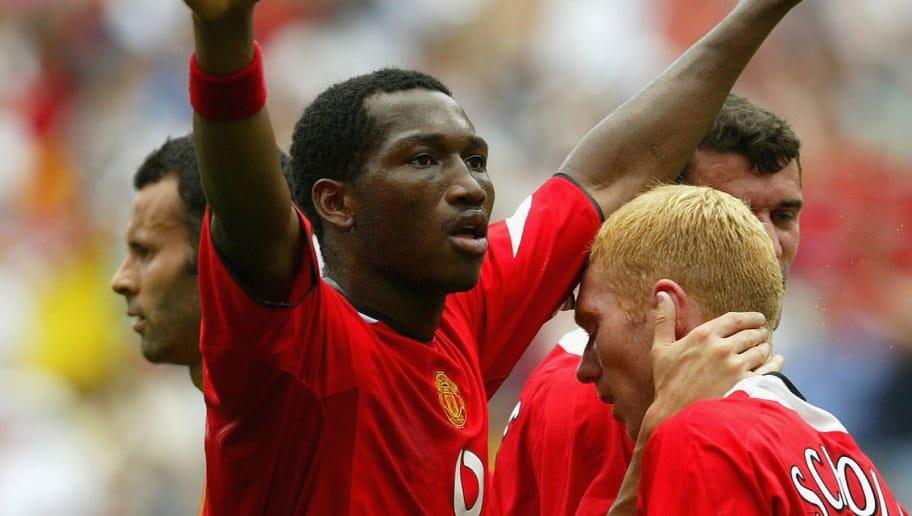 EAST RUTHERFORD, NJ - JULY 31:  Eric Djemba-Djemba of Manchester United holds his arms aloft as he celebrates a first half goal by team mate Paul Scholes (R) during the game against AC Milan in the Champions World Series at Giants Stadium on July 31, 2004, East Rutherford, New Jersey. (Photo by Chris Trotman/Getty Images)