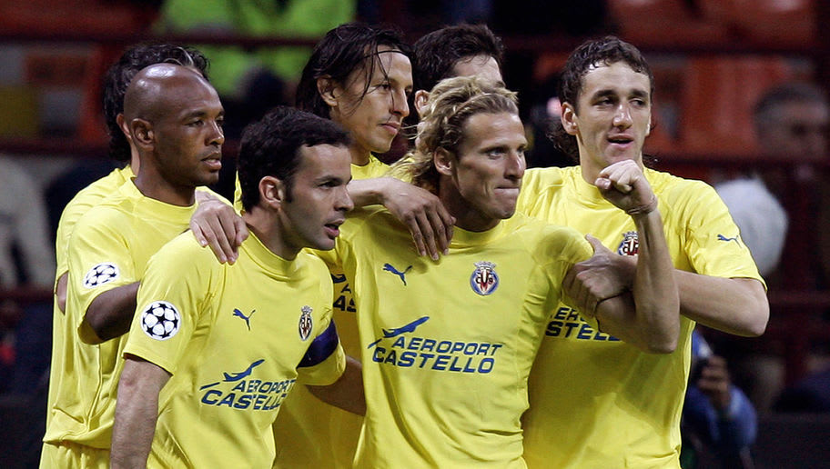 Milan, ITALY:  Villarreal foward Diego Forlan (2ndR) is congratulated by his teammates (from L) Marcos Senna, Cesar Arzo, Venta Javi and Gonzalo after scoring a goal against Inter Milan during their Champions League quarter-final 1st leg football match at San Siro stadium in Milan,29 March 2006. AFP PHOTO / PACO SERINELLI  (Photo credit should read PACO SERINELLI/AFP/Getty Images)