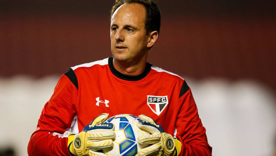 SAO PAULO, BRAZIL - JUNE 03: Rogerio Ceni, goalkeeper of Sao Paulo in action before the match between Sao Paulo and Santos for the Brazilian Series A 2015 at Morumbi stadium on June 03, 2015 in Sao Paulo, Brazil. (Photo by Alexandre Schneider/Getty Images)