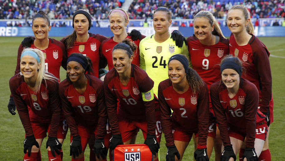 The United States starters pose for a group photo before the United States and England women's national teams play in the SheBelieves Cup in Harrison, NJ, on March 4, 2017.  / AFP PHOTO / DOMINICK REUTER        (Photo credit should read DOMINICK REUTER/AFP/Getty Images)