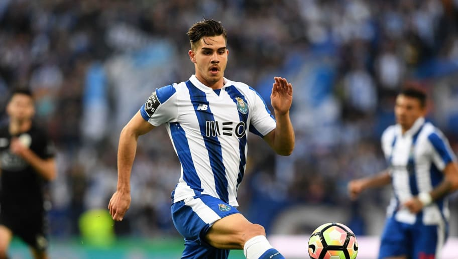 Porto's  forward Andre Silva controls the ball during the Portuguese league football match FC Porto vs Vitoria Setubal FC at the Dragao stadium in Porto on March 19, 2017. / AFP PHOTO / FRANCISCO LEONG        (Photo credit should read FRANCISCO LEONG/AFP/Getty Images)