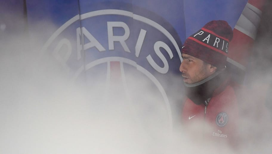 Paris Saint-Germain's Brazilian defender Maxwell arrives for the French L1 football match between Paris Saint-Germain and Monaco at the Parc des Princes stadium in Paris on January 29, 2017. / AFP / FRANCK FIFE        (Photo credit should read FRANCK FIFE/AFP/Getty Images)