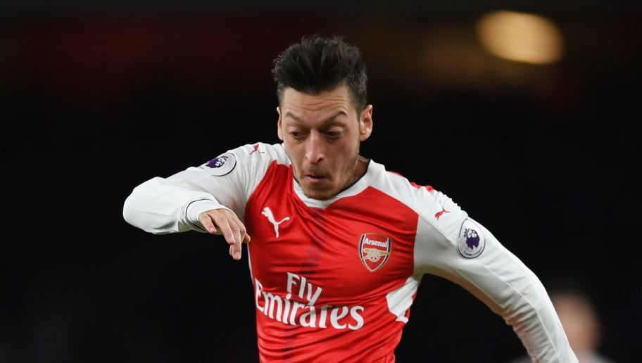 LONDON, ENGLAND - APRIL 26:  Mesut Ozil of Arsenal in action during the Premier League match between Arsenal and Leicester City at the Emirates Stadium on April 26, 2017 in London, England.  (Photo by Shaun Botterill/Getty Images)