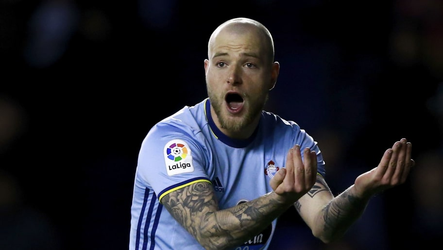 John Guidetti of RC Celta de Vigo protests during the Copa del Rey semi-final second leg match between Deportivo Alaves and RC Celta de Vigo at Estadio de Mendizorroza on February 8, 2017 in Vitoria-Gasteiz, Spain.  (Photo by Gonzalo Arroyo Moreno/Getty Images)