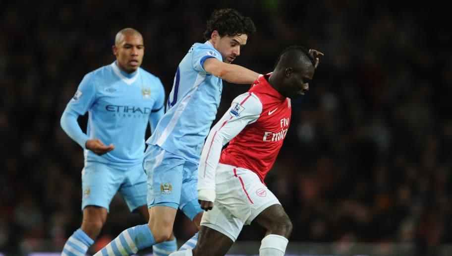 2b4c902e40d LONDON, ENGLAND - NOVEMBER 29: Emmanuel Frimpong of Arsenal holds off Owen  Hargreaves of