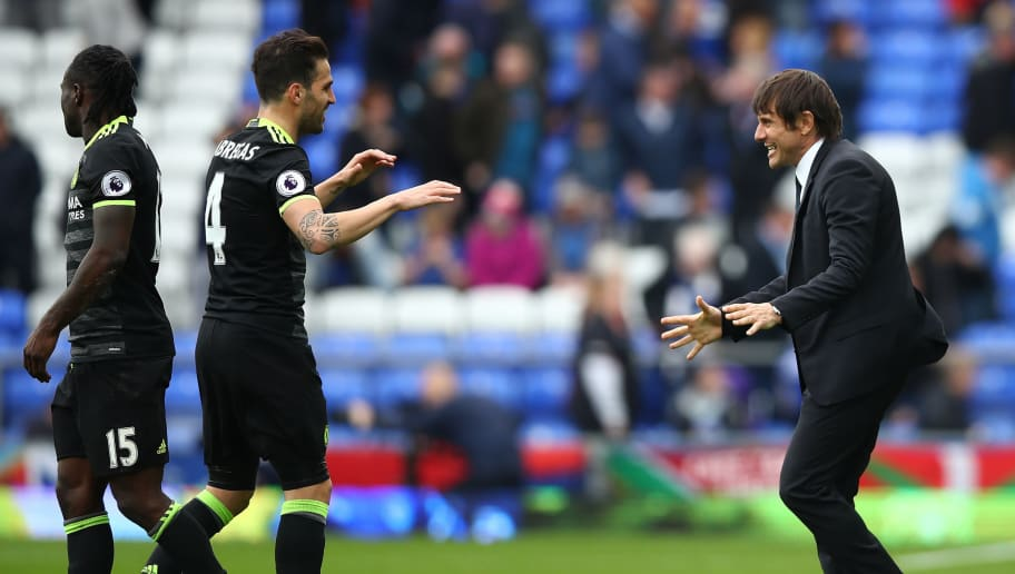 LIVERPOOL, ENGLAND - APRIL 30:  Antonio Conte, Manager of Chelsea and Cesc Fabregas of Chelsea celebrate after the Premier League match between Everton and Chelsea at Goodison Park on April 30, 2017 in Liverpool, England.  (Photo by Clive Brunskill/Getty Images)