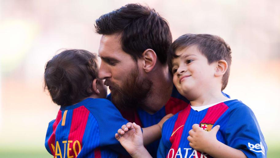 402ed66535 Que inveja!! Messi utiliza Instagram para apresentar sua coleção de  camisetas