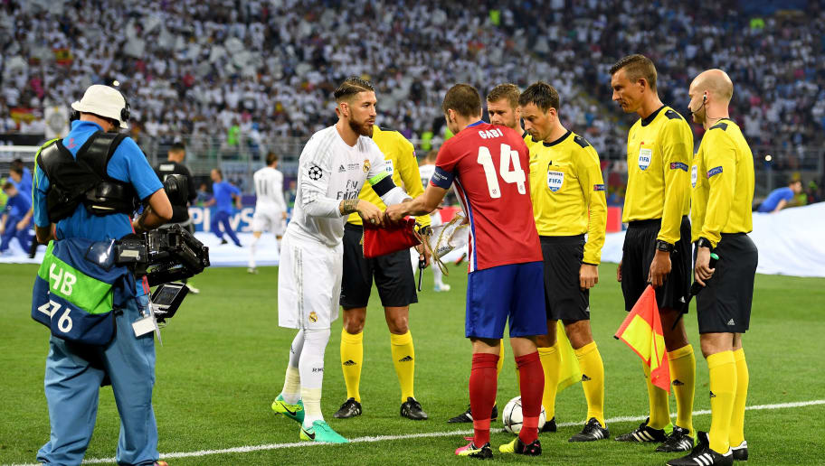MILAN, ITALY - MAY 28: Gabi of Atletico Madrid sahkes the hand to Sergio Ramos of Real Madrid  prior to the UEFA Champions League Final match between Real Madrid and Club Atletico de Madrid at Stadio Giuseppe Meazza on May 28, 2016 in Milan, Italy.  (Photo by Shaun Botterill/Getty Images)