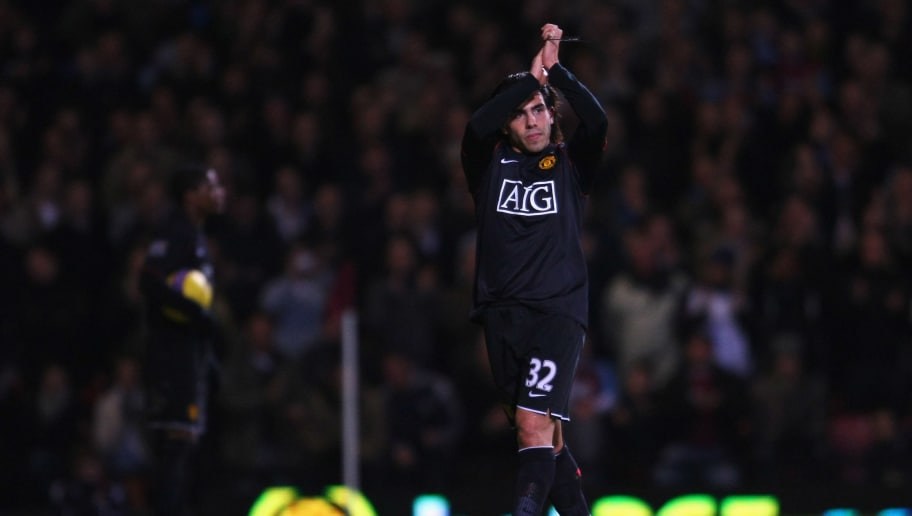 LONDON - DECEMBER 29:  Carlos Tevez of Manchester United salutes the crowd as he is substituted during the Barclays Premier League match between West Ham United and Manchester United at Upton Park on December 29, 2007 in London, England.  (Photo by Shaun Botterill/Getty Images)