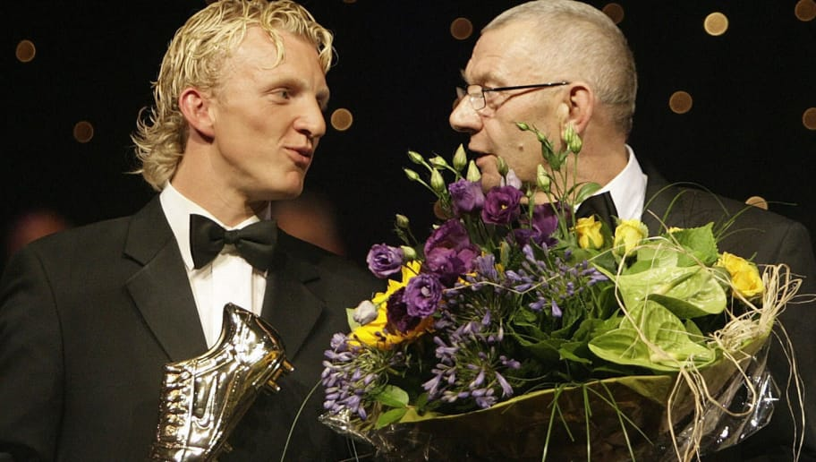 Hilversum, NETHERLANDS:  Liverpool FC's Dirk Kuyt (L) receives the award for best football player from his father, also Dirk Kuyt, during a ceremony in Hilversum 28 August 2006. Kuyt was voted best player of the Dutch competition last season with his former club Feyenoord. ANP PHOTO MAARTJE BLIJDENSTEIN ** NETHERLANDS OUT **  (Photo credit should read MAARTJE BLIJDENSTEIN/AFP/Getty Images)