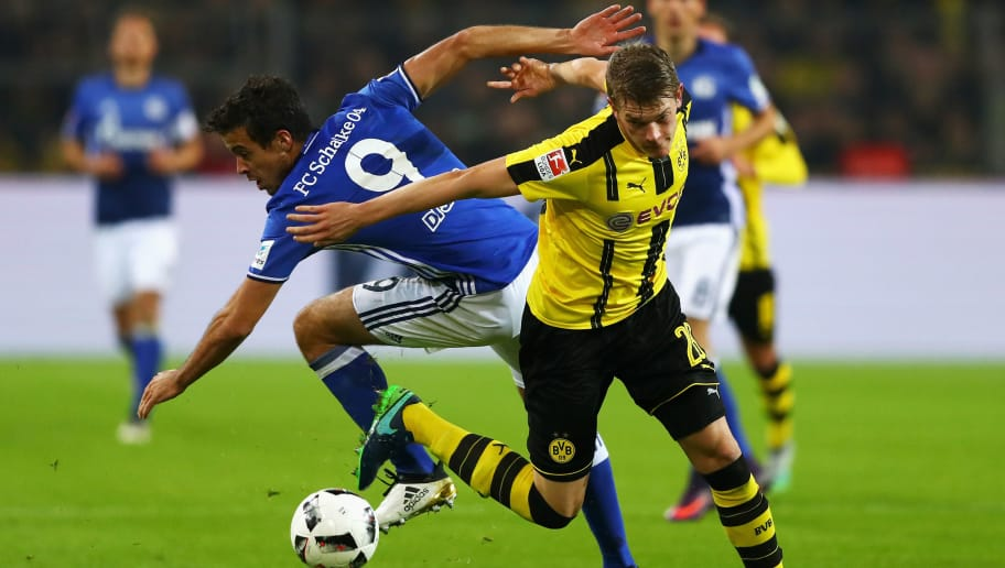 DORTMUND, GERMANY - OCTOBER 29:  Matthias Ginter of Borussia Dortmund battles for the ball with Franco Di Santo of Schalke during the Bundesliga match between Borussia Dortmund and FC Schalke 04 at Signal Iduna Park on October 29, 2016 in Dortmund, Germany.  (Photo by Dean Mouhtaropoulos/Bongarts/Getty Images)