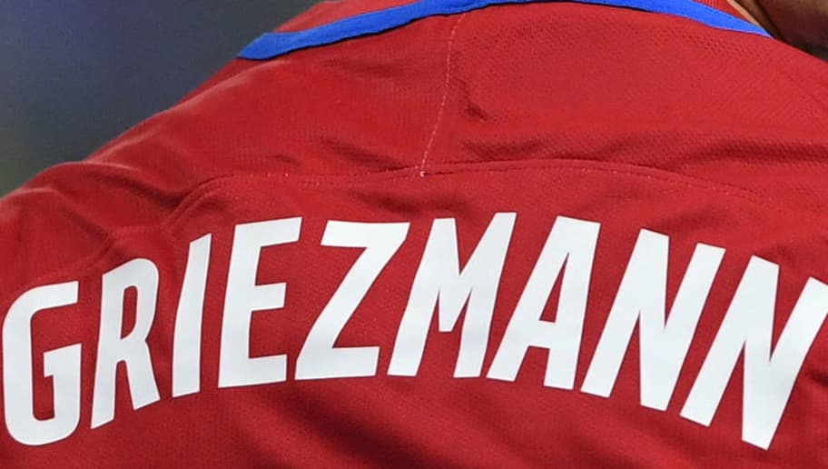 the latest ccad3 8eb69 Manchester United Fans Already Wearing Griezmann Jerseys ...