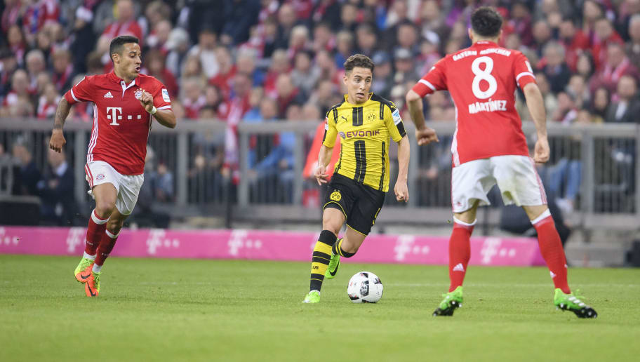 MUNICH, GERMANY - APRIL 08: Emre Mor of Dortmund in aciton against Thiago of Bayern Muenchen (L) and Javi Martinez of Bayern Muenchen (R) during the Bundesliga match between Bayern Muenchen and Borussia Dortmund at Allianz Arena on April 8, 2017 in Munich, Germany. (Photo by Alexander Scheuber/Getty Images Fuer MAN)