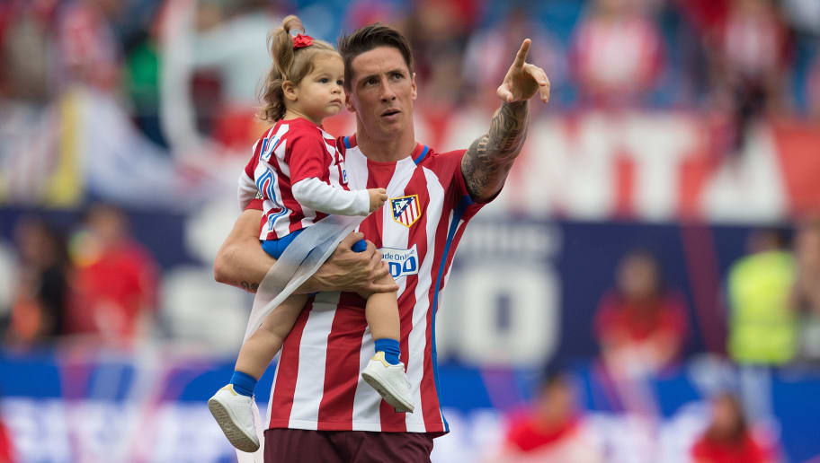 MADRID, SPAIN - MAY 21:  Fernando Torres carries his daughter Elsa at the end of the La Liga match between Club Atletico de Madrid and Athletic Club Bilbao at Vicente Calderon stadium on May 21, 2017 in Madrid, Spain.  (Photo by Denis Doyle/Getty Images)