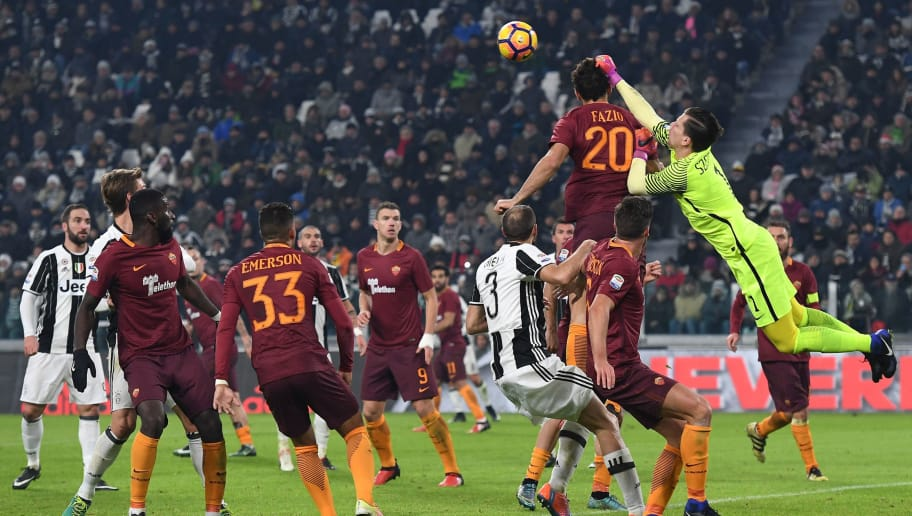 TURIN, ITALY - DECEMBER 17:  Wojciech Szczesny (R) of AS Roma in action during the Serie A match between Juventus FC and AS Roma at Juventus Stadium on December 17, 2016 in Turin, Italy.  (Photo by Valerio Pennicino/Getty Images)