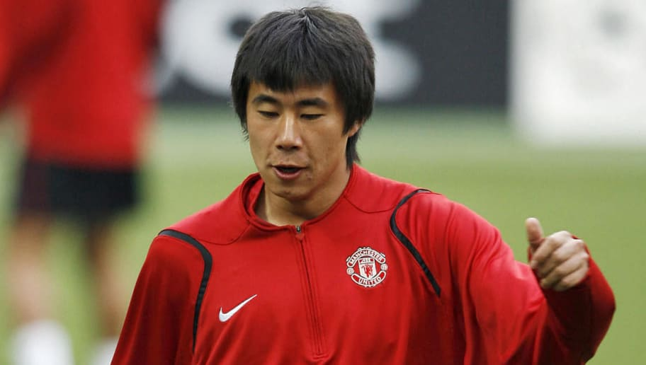 Milan, ITALY: Manchester United's Fangzhuo Dong controls the ball during a training session at the San Siro Stadium in Milan, Italy, ahead of their Semi final second leg Champions League clash against Milan, 01 May 2007. Manchester United lead 3-2 from the first leg in Manchester. AFP PHOTO/ANDREW YATES (Photo credit should read ANDREW YATES/AFP/Getty Images)