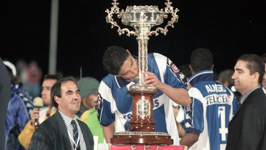 25 May 2000:  Jardel of Porto kisses the trophy after the Portuguese Cup Final Replay against Sporting Lisbon at the Estadio Nacional in Lisbon, Portugal.  Porto won the match 2-0.  Picture by Nuno Correia. \ Mandatory Credit: Allsport UK /Allsport