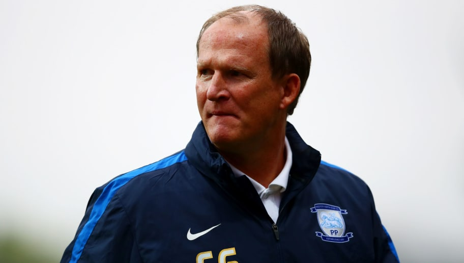 BRENTFORD, ENGLAND - SEPTEMBER 17:  Simon Grayson, manager of Preston North End looks on during the Sky Bet Championship match between Brentford and Preston North End at Griffin Park on September 17, 2016 in Brentford, England.  (Photo by Dan Istitene/Getty Images)