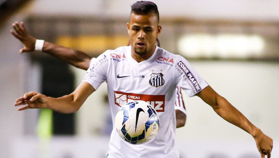 SANTOS, BRAZIL - OCTOBER 22: Geuvanio of Santos in action during the match between Santos and Fluminense for the Brazilian Series A 2014 at Vila Belmiro stadium on October 22, 2014 in Santos, Brazil. (Photo by Alexandre Schneider/Getty Images)