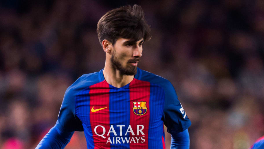 BARCELONA, SPAIN - MARCH 19:  Andre Gomes of FC Barcelona plays the ball during the La Liga match between FC Barcelona and Valencia CF at Camp Nou stadium on March 19, 2017 in Barcelona, Spain.  (Photo by Alex Caparros/Getty Images)