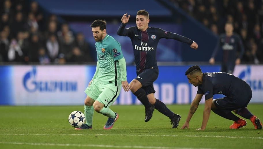 Barcelona's Argentinian forward Lionel Messi (L) vies with Paris Saint-Germain's Italian midfielder Marco Verratti during the UEFA Champions League round of 16 first leg football match between Paris Saint-Germain and FC Barcelona on February 14, 2017 at the Parc des Princes stadium in Paris. / AFP / CHRISTOPHE SIMON        (Photo credit should read CHRISTOPHE SIMON/AFP/Getty Images)