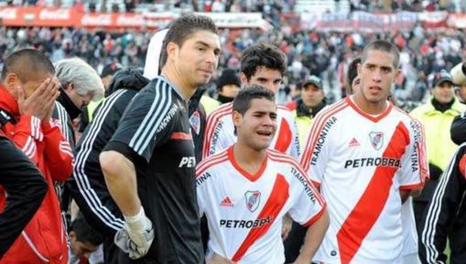 Resultado de imagen para Fotos El Club Atlético River Plate de Argentina, desciende de categoría a la Primera B Nacional del fútbol argentino