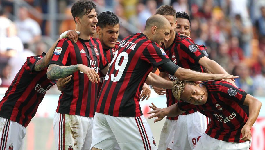 MILAN, ITALY - MAY 21:  Keisuke Honda (R) of AC Milan celebrates his goal with his team-mates during the Serie A match between AC Milan and Bologna FC at Stadio Giuseppe Meazza on May 21, 2017 in Milan, Italy.  (Photo by Marco Luzzani/Getty Images)